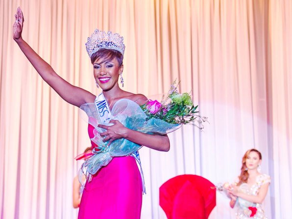 Miss-Cayman-2016-7-WEB